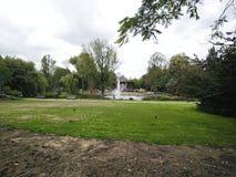 park z wodą w środku zdjęcie royalty free