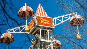 Parka rozrywki przyciąganie, przegląd od Ferris koła, Krestovsky wyspa, Petersburg 10 2018 Kwiecień Zdjęcie Stock