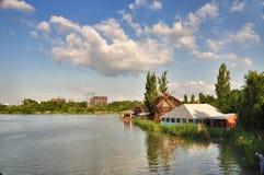 Parkanziehungskräfte und Unterhaltung Sunny Island in Krasnodar lizenzfreies stockbild