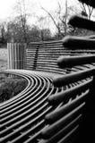 Parkbank in zwart-wit Royalty-vrije Stock Afbeeldingen