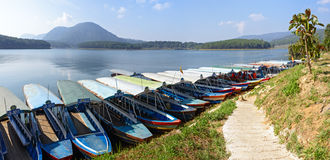 Parkboote auf dem See Stockbild