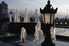 Parkbrunnen am Abend Stockfotografie