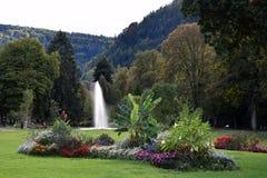 Parkdetail dans mauvais Liebenzell, fontaine et flowergarden, l'Allemagne Photographie stock libre de droits
