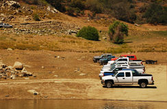 Parked cars on the shore of the lake in the mountains of Califor Royalty Free Stock Photos
