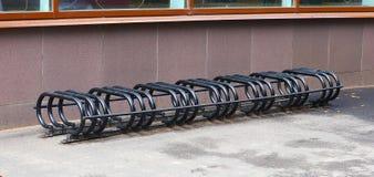 Parkeerplaats voor fietsen stock afbeeldingen