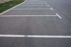 Parkeerplaatsen op het parkeerterrein royalty-vrije stock afbeelding