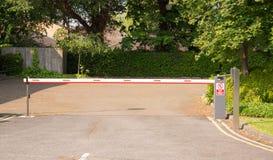 Parkeerterrein het Toenemen Barrière met Toetsenbordpost Royalty-vrije Stock Afbeelding