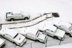 Parkeerterrein met één auto enkel gegaan Royalty-vrije Stock Foto