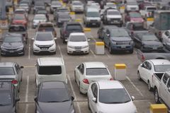 Parkeerterrein met Selectieve Diepte van Meningsonduidelijk beeld stock afbeeldingen