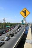 Parkeerterrein in rij op een brug vermijden overstromend Royalty-vrije Stock Fotografie