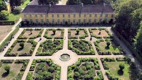 Parken in Dusseldorf Volksgarten Rose Garden Aerial-mening Duitsland stock video