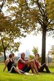 parken kopplar av royaltyfri foto