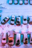 Parken mit Autos auf einer Winternacht Ansicht von oben Stockfoto