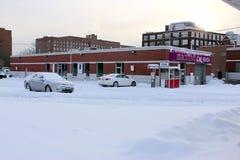 Parken mit Schnee stockbild