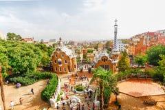 Parken Sie Guell durch Architekten Antoni Gaudi in Barcelona, Spanien Stockbilder