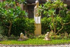 Parken Sie mit den Statuen, die Lehrer 1969, Almeria Spain ehren Lizenzfreie Stockfotos