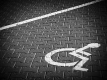 Parkenplatzzeichen für Behinderte Stockbild