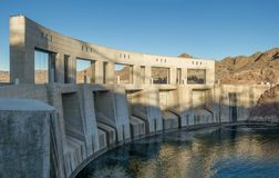 Parker Dam på den södra Coloradoflodensidan, CA, USA royaltyfri bild