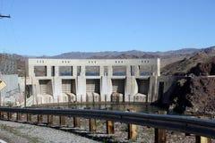 Parker Dam tenant de retour le fleuve Colorado images libres de droits