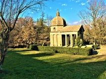 Parkera av monstren, den sakrala dungen, trädgård av Bomarzo Tempel av evighet, minnesmärke till Giulia Farnese arkivbild
