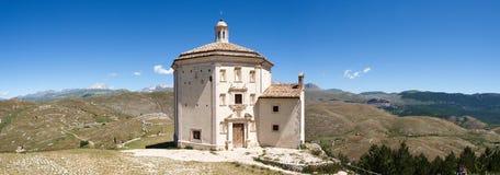 Parkera av Rocca Calascio, Santa Maria della Pietà Arkivfoton