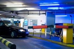 parkera bilen i garage parkering Arkivbilder