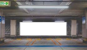 parkera bilen i garage parkeringstunnelbanan Arkivbilder