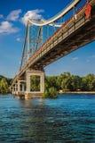 Parkera bron i Kyiv Royaltyfri Foto