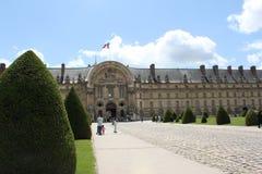 Parkera designen, landskapet nära Louvre, Frankrike Arkivfoto