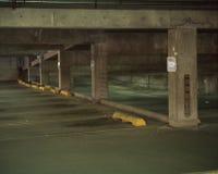 Parkera garage arkivbild
