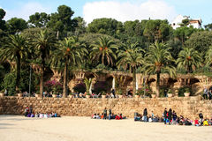 Parkera Guell av Antoni Gaudi Barcelona arkivbilder