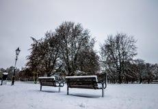 Parkera i England efter en tung snö, Bedford royaltyfri fotografi
