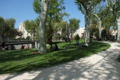 Parkera i mitten av Narbonne, Frankrike arkivfoton