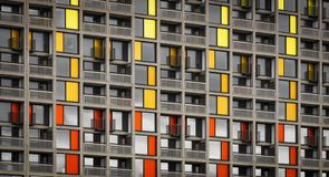 Parkera kullebostadsomr?det som regenereras av stads- f?rgst?nk i Sheffield - Sheffield, F?renade kungariket - 13th September 201 royaltyfri fotografi