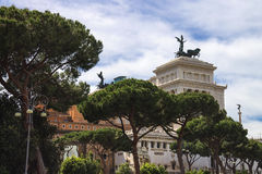 Parkera nära monumentet till Victor Emmanuel II Piazza Venezia, R Arkivfoton
