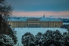 Parkera och förlägga Schönbrunn Wien Arkivfoto