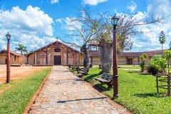 Parkera och San Javier Church arkivfoto