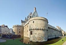 Parkera och slotten av hertigarna av Brittany i Nantes fotografering för bildbyråer