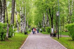 Parkera område i mitten av Vologda Arkivbilder