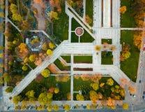 Parkera på hösten från över royaltyfri fotografi