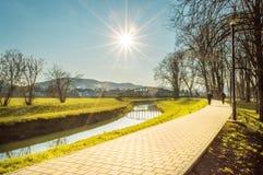 Parkera promenad i Pozega, Kroatien Royaltyfria Bilder