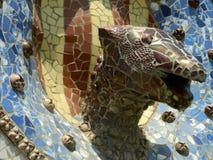 Parkera skulptur för den Guell drakemosaiken Royaltyfria Foton
