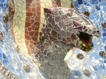 Parkera skulptur för den Guell drakemosaiken Arkivbilder