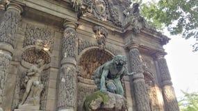 Parkera turism för den paris medicispringbrunnen royaltyfri fotografi