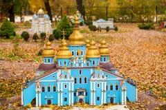 Parkera Ukraina i en miniatbre royaltyfri foto