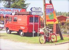Parkerad buss och cykel Fotografering för Bildbyråer