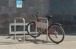 Parkerad cykel Royaltyfria Bilder