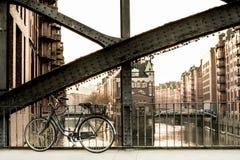 parkerad cykel Arkivbilder