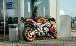 Parkerad Honda GP-moped Royaltyfria Foton