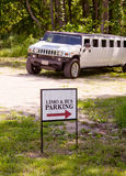 Parkerad Hummer limo royaltyfri foto